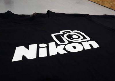 Черна тениска за подарък